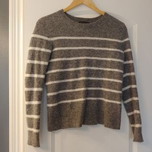 Excellent condition sweater!!